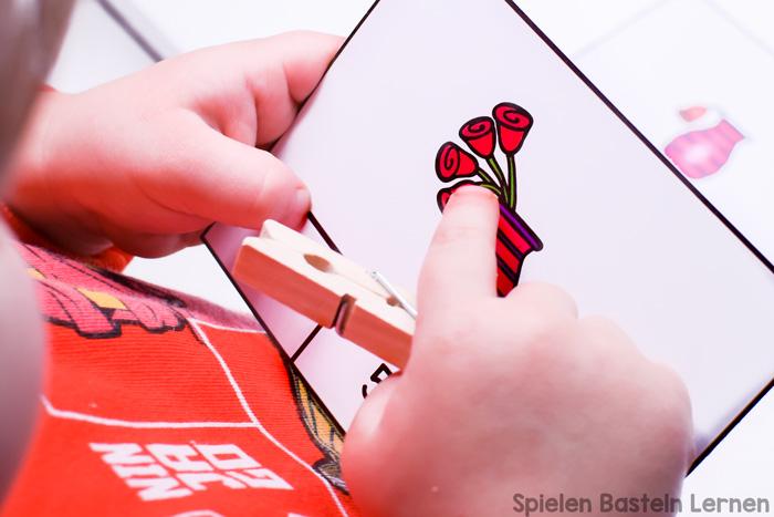 Klammerkarten: Rosen Zählen! Super zum Zählen üben und Feinmotorik trainieren! Einfach Matheübungen für Vorschulkinder und Erstklässler.