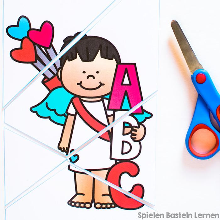 Lass Kindergarten- oder Grundschulkinder ihre eigenen Puzzles ausschneiden! Diese Amorpuzzles zum Ausdrucken und Schneiden Üben sind total niedlich, super für die Feinmotorik und machen beim Zusammensetzen nochmal Spaß.